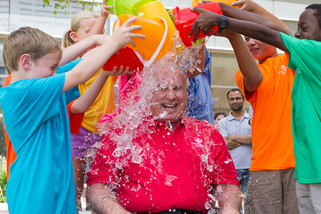 Wallace accepts ALS Ice Bucket Challenge