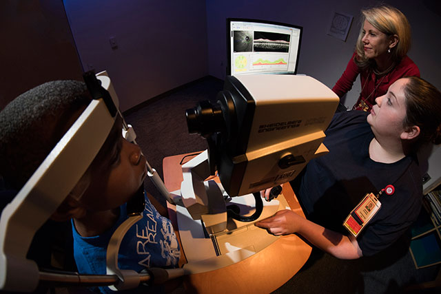 New machine helps opthalmologists detect early signs of vision loss or problems