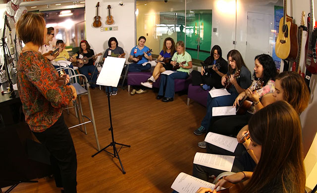 Employees find therapy in ukulele choir