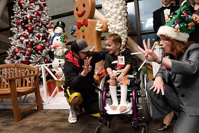 Holiday lights add splendor to Texas Children's Hospital