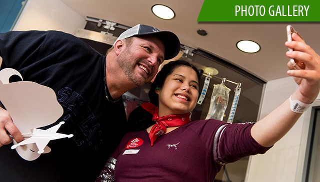 Garth Brooks visits patients in Zone before performing at RODEOHOUSTON